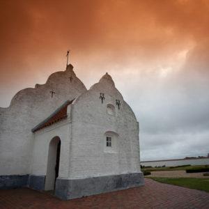 Samotnie stojący kościół w dalekiej Jutlandii