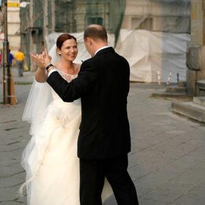 uliczny taniec weselny